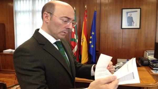 Carlos Urquijo.