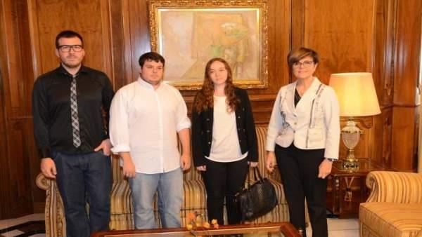 Miembros de Colectivo Galactyco en su encuentro con la presidenta de la Asamblea