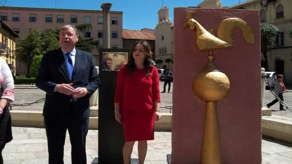 El alcalde de León, Antonio Silván, y la presidenta de las Cortes, Silvia Clemen