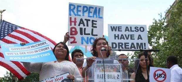 El Gobierno de EEUU demanda a Carolina del Norte por su ley anti LGBT