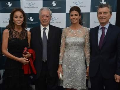 Vargas Llosa e Isabel Preysler junto a Macri y su esposa