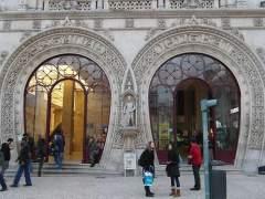Derriba una estatua de 1890 intentando hacerse un selfi en Lisboa