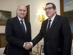 La Generalitat y el Gobierno en funciones estudian ampliar las competencias de los Mossos