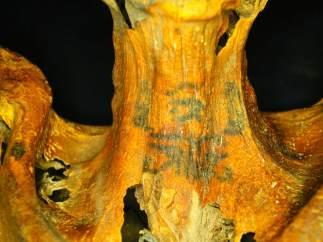 Tatuajes en una momia