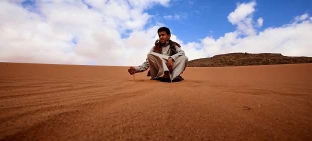 La lucha por la arena del desierto: un lucrativo negocio donde los saqueadores también ganan
