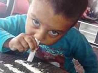 niño bulgaria esnifa cocaina