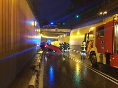 Coche en el túnel
