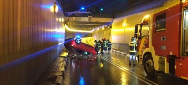 Denunciada la pareja que abandonó su coche tras caer a un túnel en Madrid