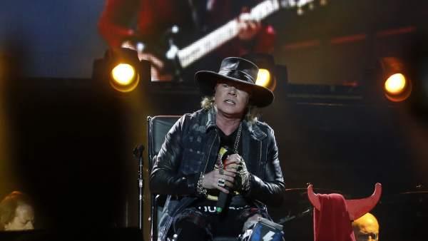 Axl Rose se estrena con AC/DC
