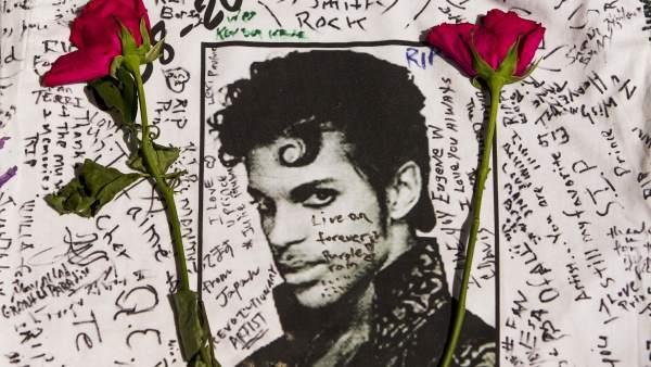 Un año sin Prince y con polémica por su disco póstumo
