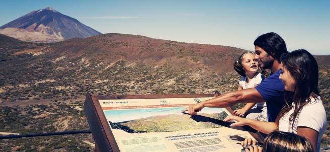 Turistas españoles en el Parque Nacional del Teide
