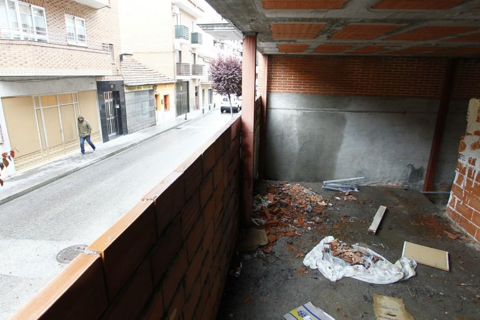 Obra en curso en San Fernando de Henares (Madrid), propiedad de la Sareb. (JORGE PARÍS)