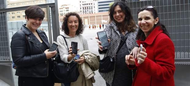 Los grupos de Whatsapp de las mamás, el nuevo compañero 'listo' en las aulas del colegio