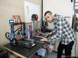 El emprendedor cartagenero aposa con una impresora 3D