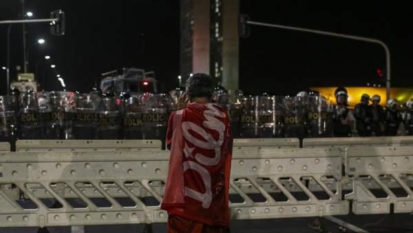 Manifestantes en apoyo a Dilma Rousseff