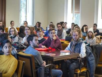 Estudiantes Erasmus en la Complutense durante un acto de bienvenida