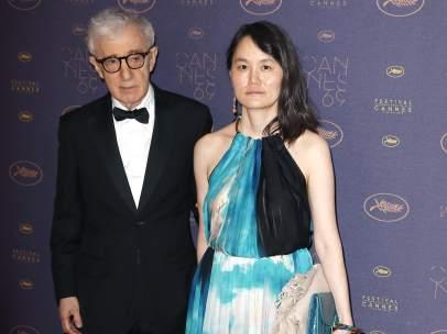 Woody Allen y su esposa Sonn Yi