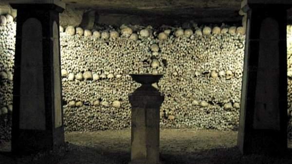 Un paseo por el lugar más macabro de la ciudad de la luz: las catacumbas de París