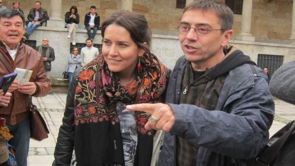 Juan Carlos Monedero, junto a la diputada leonesa Ana Marcello