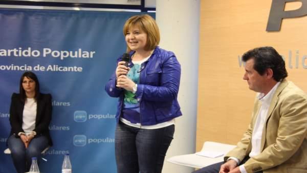 Isabel Bonig en el acto de partido en Alicante