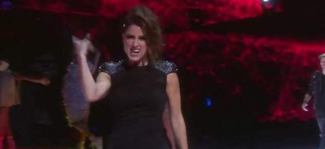 Barei en el escenario de Eurovisión.