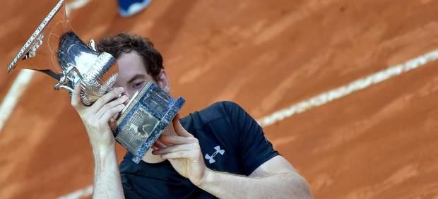 Andy Murray destrona el día de su cumpleaños a Djokovic en el Foro Itálico por un doble 6-3