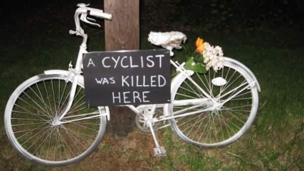 "Ghost bike, ""bicicleta fantasma"""