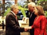 Raúl Castro con Margallo y Ana Pastor