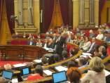 El presidente de la Generalitat, Carles Puigdemont, interviene en el pleno