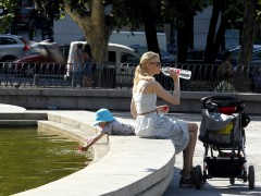 El 75 % de los españoles bebe menos agua de lo recomendado
