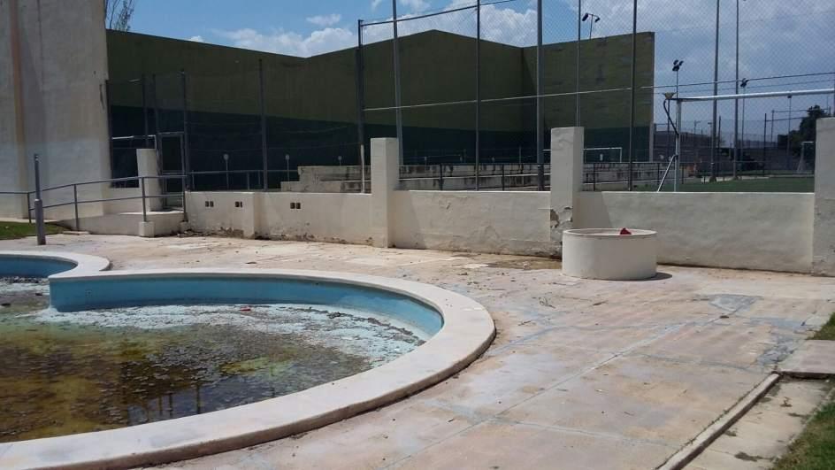 paterna no abrir la piscina de la carretera de manises