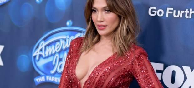 """Jennifer Lopez en medio de una """"batalla"""" de las aerolíneas Delta y Qatar Airways"""