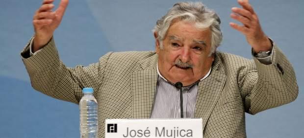 """Maduro dice que sí está """"loco como una cabra"""" en respuesta al expresidente uruguayo Mujica"""