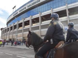 Policías en el Vicente Calderón