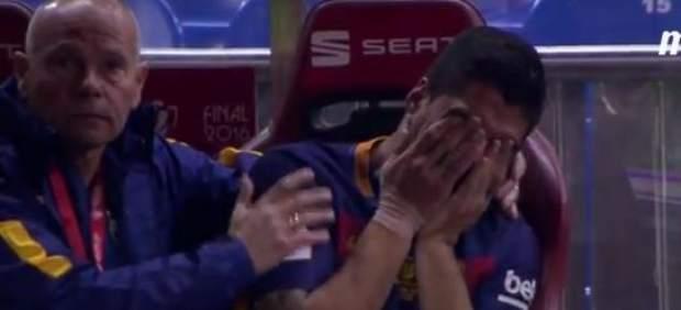 Contratiempos culés: Luis Suárez se retira lesionado y expulsión de Mascherano en el 36