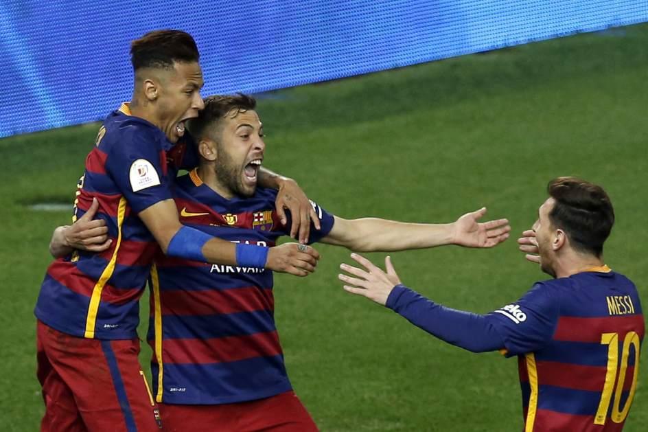 Un Barça en inferioridad resiste para luego rematar