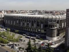 Carmena ultima un acuerdo para prolongar el Santiago Bernabéu
