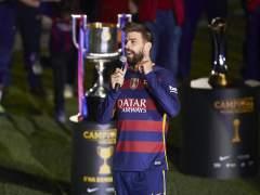 """Dardos de Piqué y Alves en la celebración: """"Ayer jugamos contra diez y volvimos a ganar"""""""