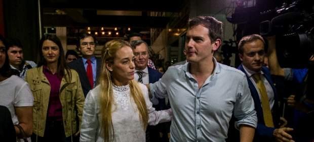 """Albert Rivera llega a Venezuela a """"colaborar"""" con la democracia"""
