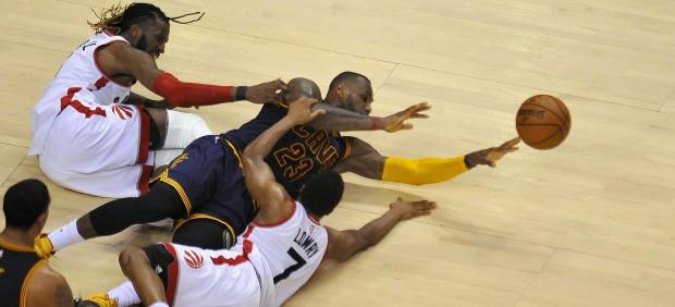 Lowry y DeRozan aportan 67 puntos y empatan ante los Cavaliers la final del Este
