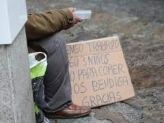 La tasa de pobreza baja 1,9 puntos en Cataluña y se sitúa en el 19% de la población