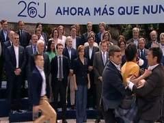 Un hombre se cuela en un acto de Rajoy