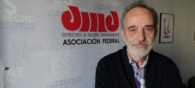 """El doctor Luis Montes: """"La muerte digna está reservada a los que se lo pueden permitir"""""""
