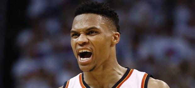 Westbrook tumba a los Warriors y pone a los Thunder a un triunfo de las Finales de la NBA