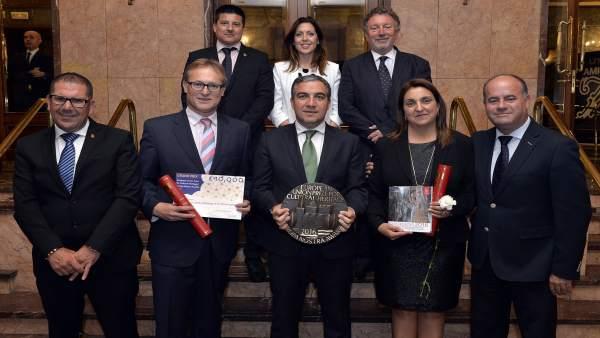 Elías Bendodo recoge premio para Caminito del Rey junto a alcaldes Europa Nostra