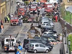 Un socavón de 200 metros en Florencia 'se traga' a 20 coches
