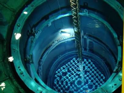 Vasija del reactor de la central de Garoña en fase de recarga