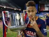 Neymar con la Copa del Rey