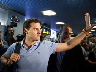 Albert Rivera, en el aeropuerto de Barajas tras regresar de su viaje a Venezuela