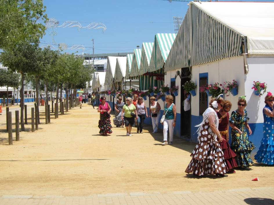 El reciclaje de vidrio en la feria de c rdoba se for Feria de artesanias cordoba 2016